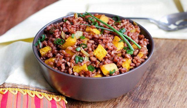 Nấu cơm gạo lứt huyết rồng giảm cân