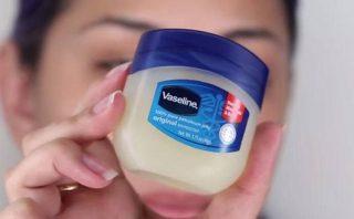 Trị mụn bằng vaseline