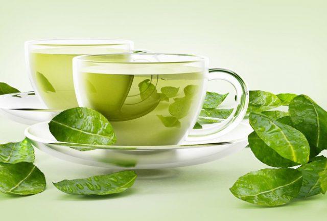 Uống trà xanh