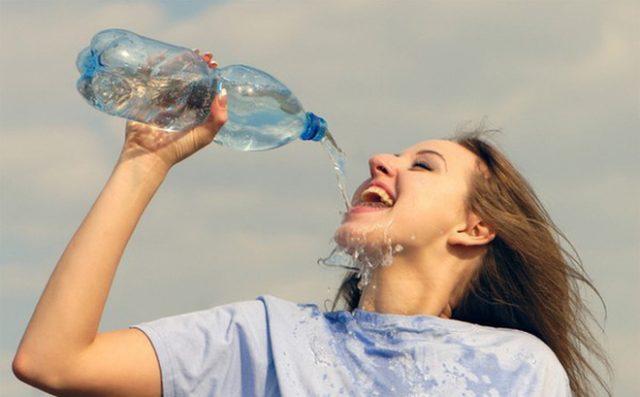 Uống nhiều nước có tác dụng giảm mỡ bụng