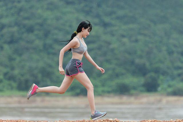Thể dục buổi sáng giảm cân nhờ chạy bộ